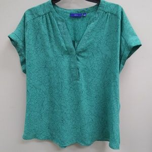 Apt. 9 LG Green Top with Navy flower outline